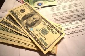dólares y decreto